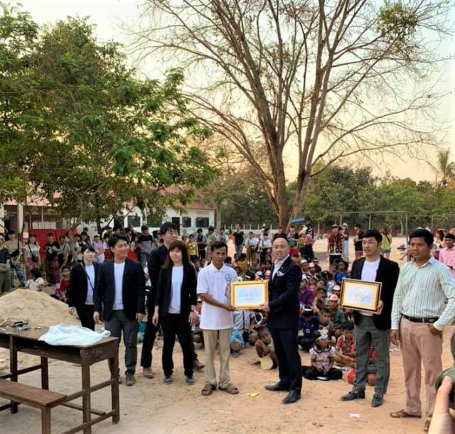 カンボジアのシェムリアップ州プラサット・バコン地区教育局より感謝状を授与